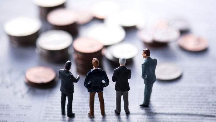 A股公司也亮出了各自高管的薪酬 在实业中房地产行业继续稳居首位