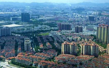 """深圳市布吉街道 小区拥有9栋楼27部""""带病""""电梯 现在全部被换成崭新电梯"""