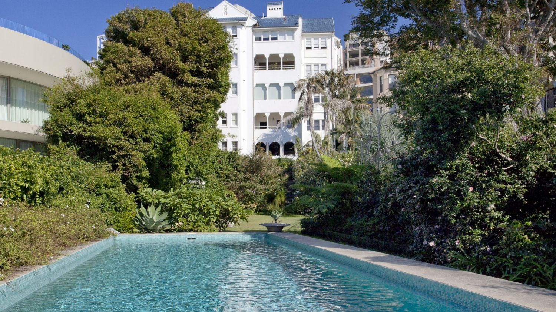 皇冠集团老板约翰·亚历山大为他的伊丽莎白湾顶层公寓要价800万美元