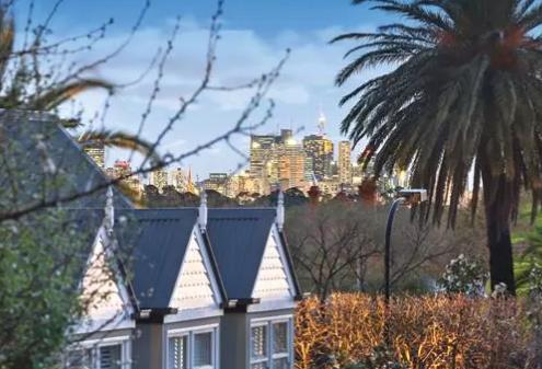 墨尔本现代化的联排别墅宽敞布局