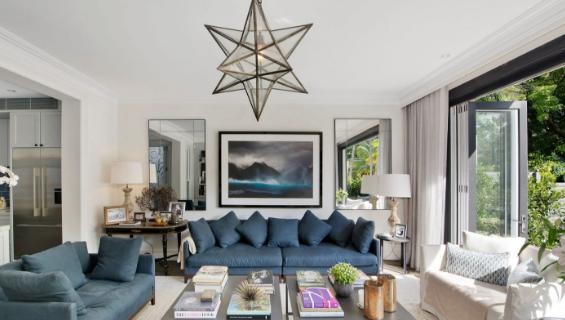 社交名媛内莉•蒂莉花了600万美元买下了她的双湾别墅