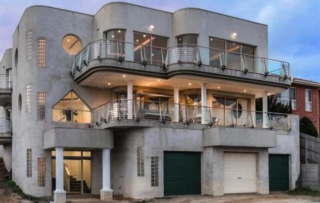 需要油漆和景观美化的Colossal Keilor East豪宅仍然可以打破销售记录