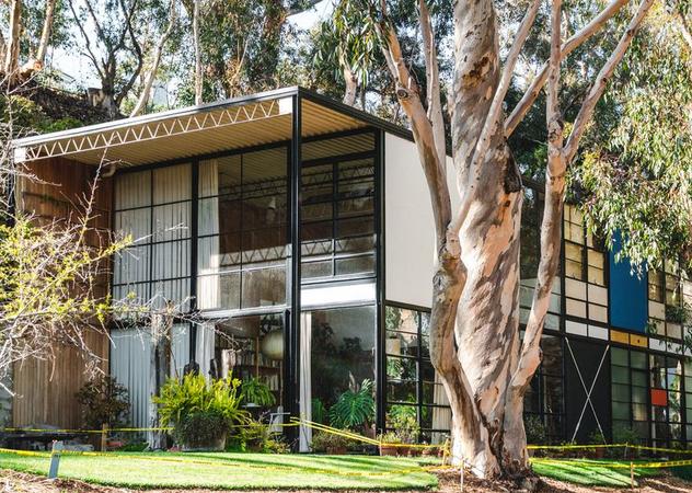 标志性的现代住宅得到了托马斯·金卡德式的处理