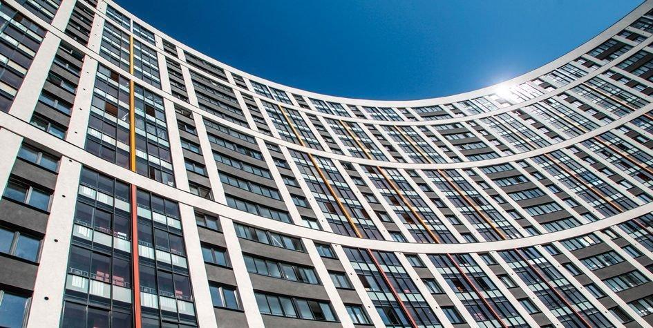 在夏天结束的时候 他在莫斯科的新建筑销售的增长