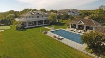 Mooch在购买更大的房子之后出售汉普顿房子