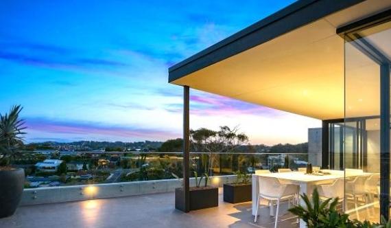Wamberal的'Lightwaves'联排别墅提供独特的设计