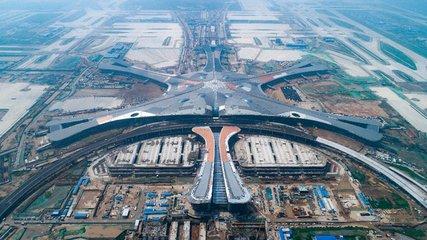 明年即将启用的大兴国际机场停车楼已经封顶