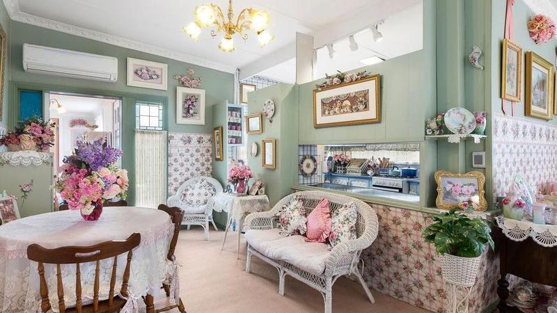 独特的Mordialloc小屋可能是墨尔本最粉红色的房产
