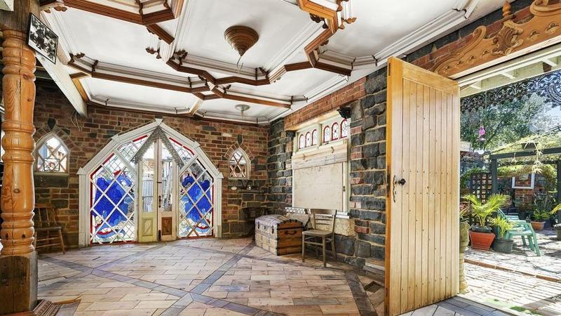 Werribee未完成的中世纪梦想家园的故事