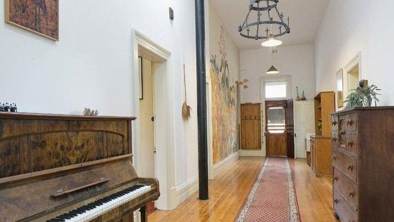 历史悠久的别墅破坏了马登的郊区记录