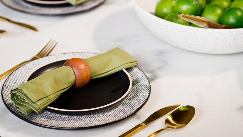为您的下一次晚宴提供三个令人眼花缭乱的餐桌设置理念