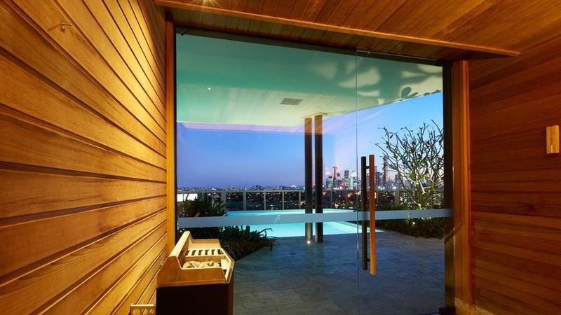 澳大利亚最长的屋顶游泳池