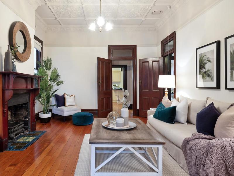 曼利经典的房产正好赶上市场以便在街头实现新的和平