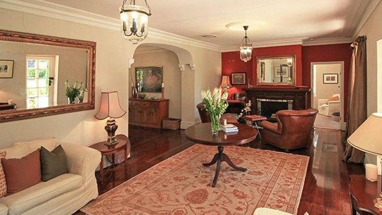 寻求乡村生活方式的城市买家在1850年代的Romsey宅基地上飞溅七位数的价格