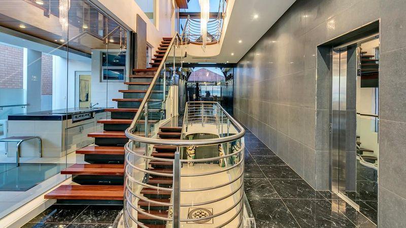 一个庞大的海滨豪宅终于以创纪录的520万美元的价格出售