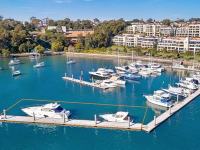 价值65万美元的稀有42米码头停靠在市场上