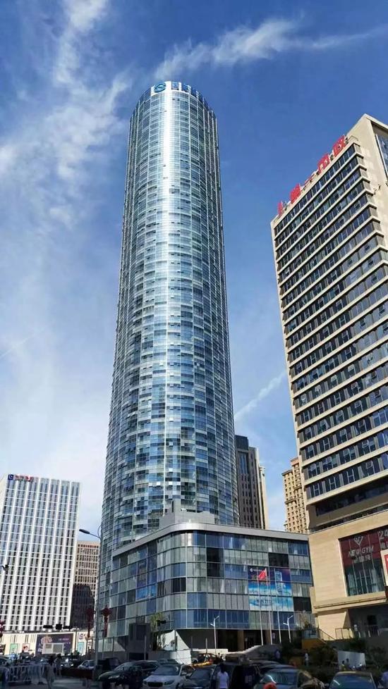 """青岛""""定海神针""""目前我市建成使用的最高楼宇 乘电梯42秒可达楼顶"""