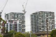 郊区建造的房屋数量和数量超过了原先的预测