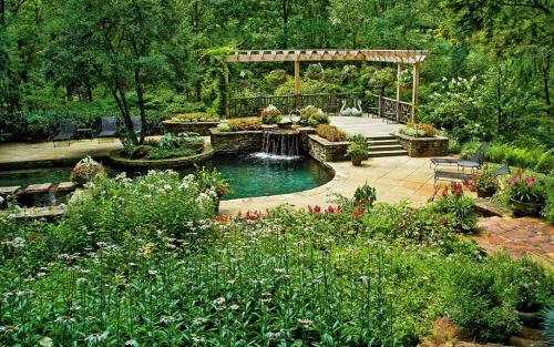 郁郁葱葱的花园为投资者和买家打勾