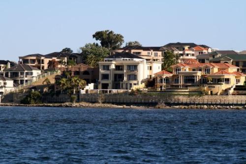 沿海家庭从独家度假租赁过渡到梦想周末