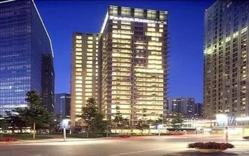居民准备进入郊区最大的新公寓项目