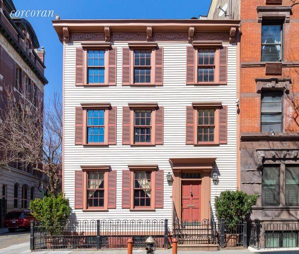 在纽约市的西村 一个原始的197年的木框架房子出售