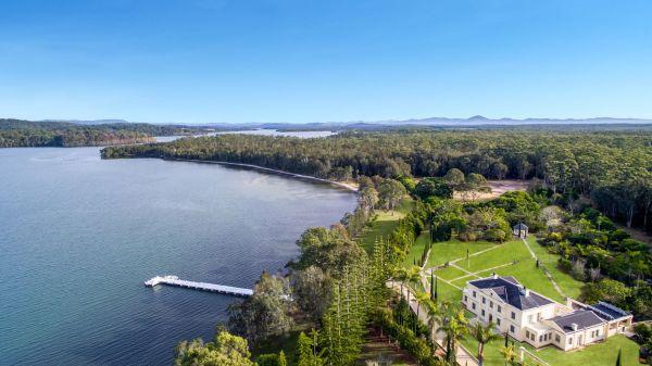 瓦利斯岛城堡式的豪宅只能通过海路或空中进入
