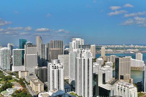 商业房地产总体上是巨大的 而孟菲斯有大型经纪公司做大生意