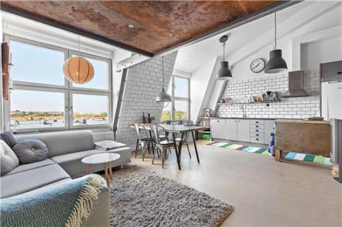 琼·里弗斯以2500万美元的价格出售上东区的顶层公寓