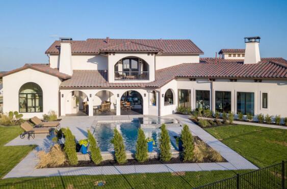 环顾Aledo克莱恩公园这座新的五居室房屋 该房屋已获得赞誉