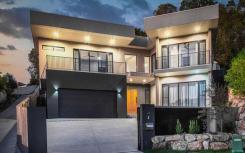 昆士兰州的豪华住宅拥有自己的室内篮球场