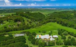 拜伦湾塔克比比尔庞大的房地产吸引了著名买家的兴趣