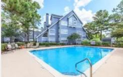 拥有96个单元的Pine Lake Village公寓社区已被出售
