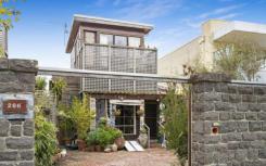 黑石海滩棚屋被当地艺术家以105万美元至115万美元的价格挂牌出售