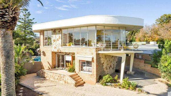 伊甸山的住宅设计看起来像是一艘船