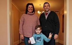 经过四年的艰苦搜寻 精明的策略帮助这家人购买了新房