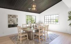 珍妮弗洛佩和亚历克斯罗德里格斯以近140万美元的价格买下了洛杉矶住宅