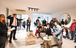 首次购房者竞相争夺悉尼南部的一套两居室公寓