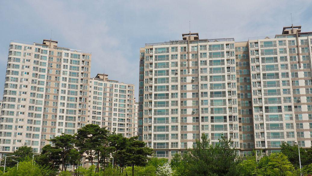 上半年我国房地产投资累计同比增长1.9%