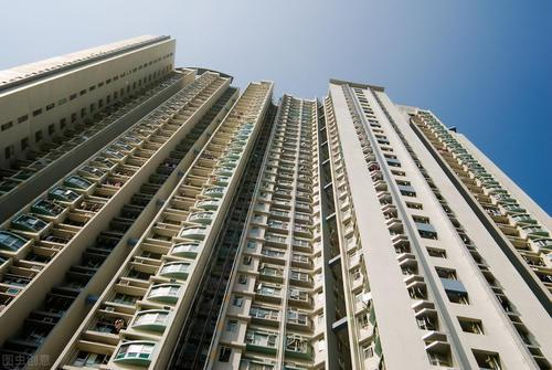 房价上涨引导土地价格上涨 并决定了土地的价格