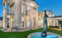 布里斯班一栋拥有好莱坞风格的豪宅即将拍卖