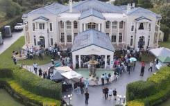 竞拍人为布里斯班好莱坞式豪宅支付数十万美元