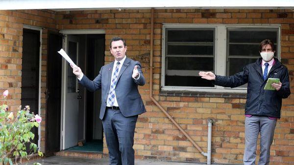 吉朗夫妇在拍卖会上以65万美元的价格购买了位于Manifold的住宅