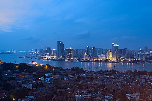 福建省厦门市合计出让4宗商住用地 总起拍价84.7亿元