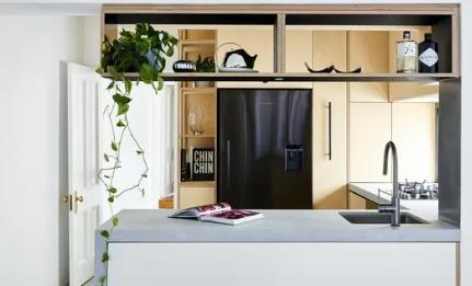 室内设计师Alishia Minett正在大修一栋维多利亚时代工人的小别墅