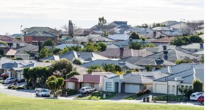 南澳房地产销售额在过去一年增长了近 40%